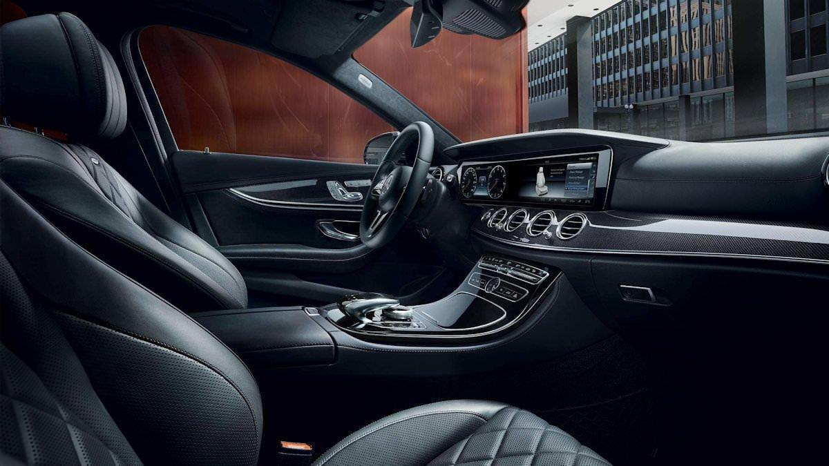 Van Mercedes classe E della flotta NCC Style